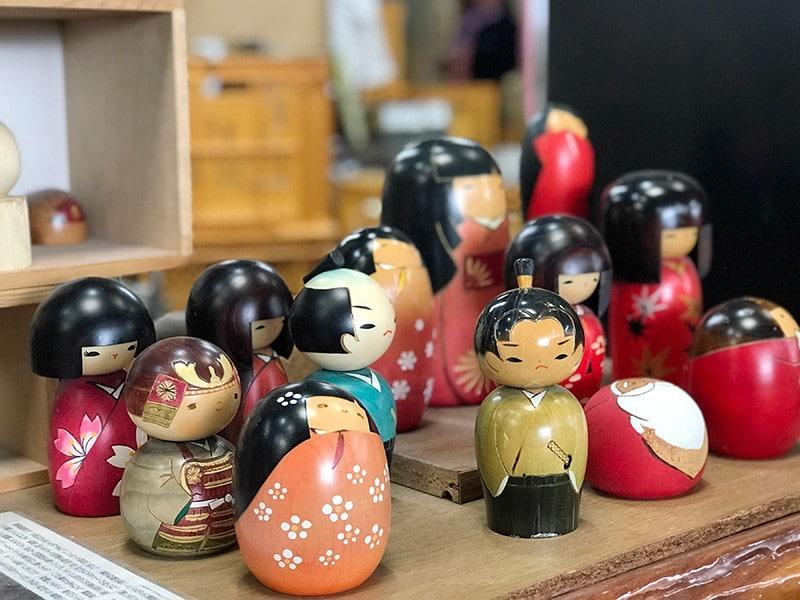 poupées kokeshi